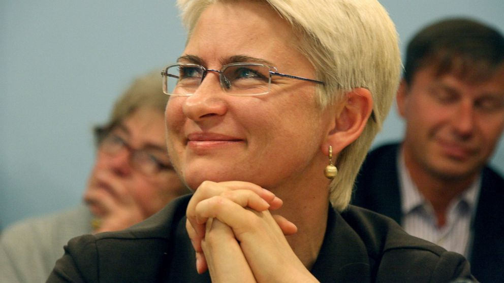 Lithuania ex-judge returns home after US extradition thumbnail