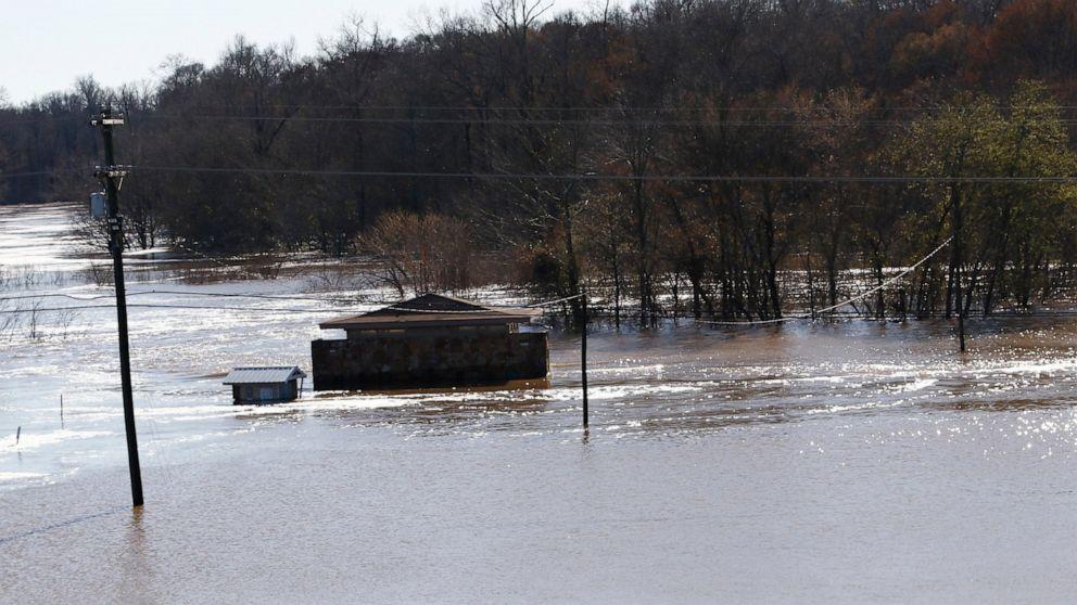Mississippi kawat gigi untuk banjir di tengah cresting sungai