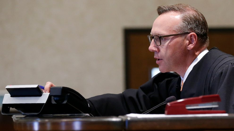Oklahoma judge anticipated to rule Monday in opioid case thumbnail