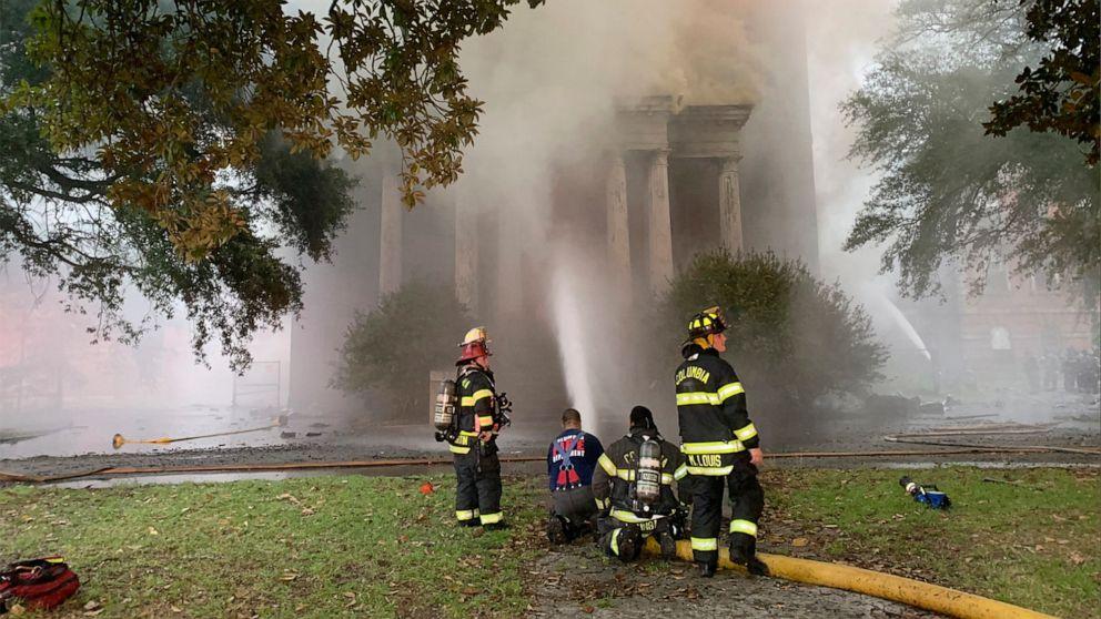 Authorities seek 6 seen near fire at historic SC structure thumbnail
