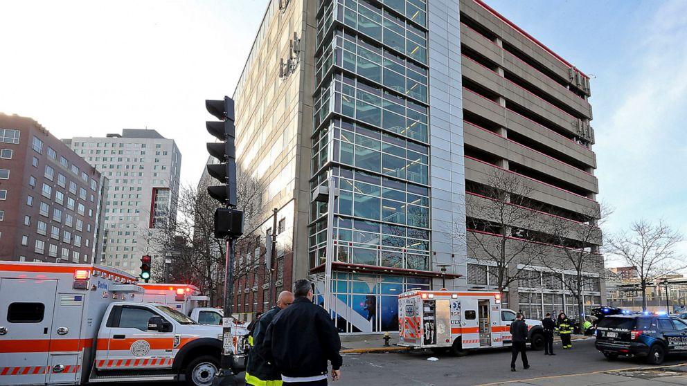 Frau, 2 Kinder sterben nach fand auf dem Bürgersteig in der Nähe von Boston garage