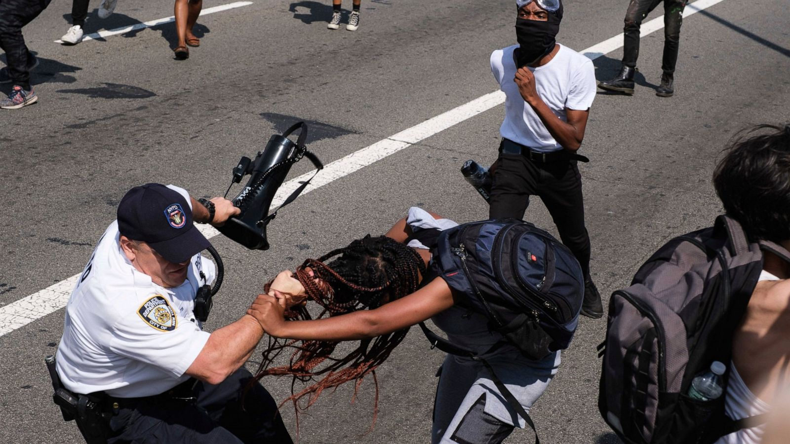NYPD chief, cops hurt as protesters clash on Brooklyn Bridge - ABC ...