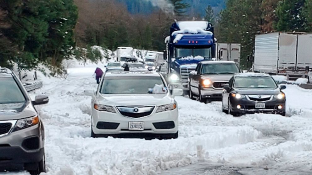 Snow, winds slow after tangling traffic, threatening parade thumbnail