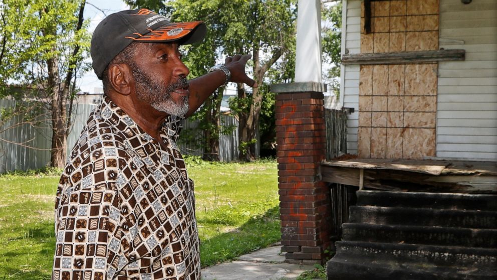 Detroit hurries to board vacant houses after serial slayings