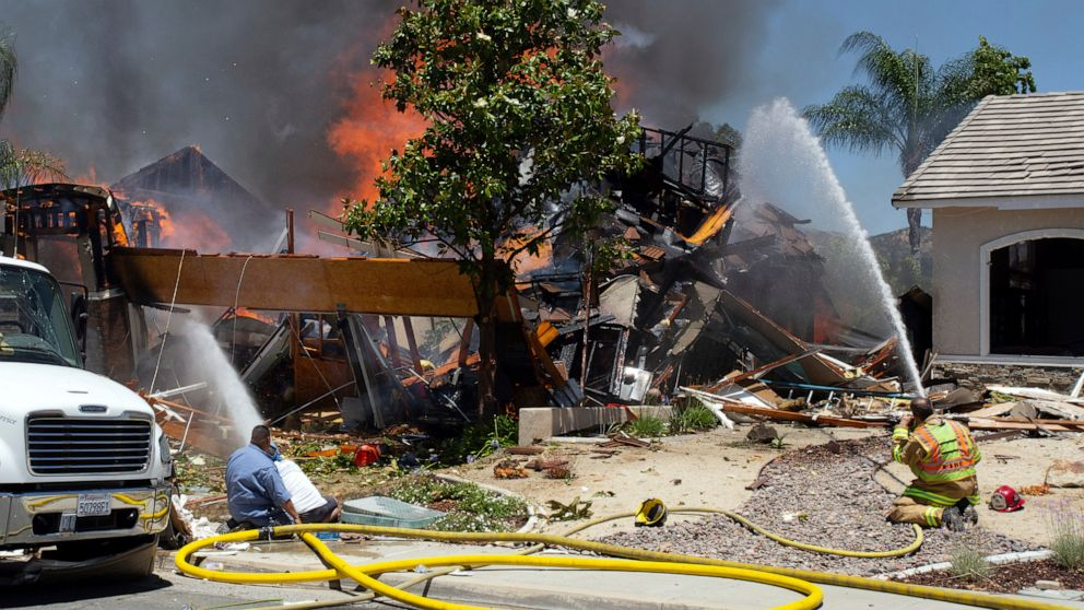 1 dead, 15 hurt in California home gas explosion thumbnail