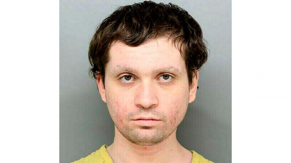 Άνδρας συνελήφθη μετά ισχυρίζονται ότι είναι το αγνοούμενο παιδί στο δικαστήριο