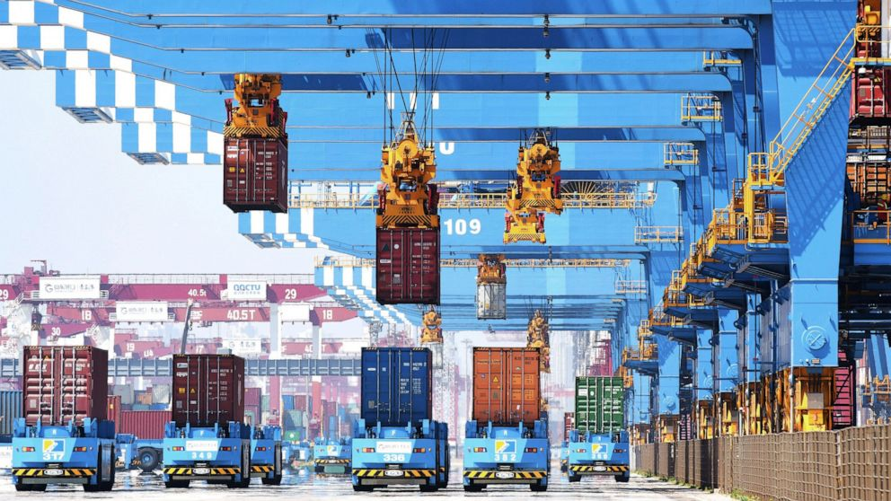 US trade deficit dips to $68.9 billion with exports up