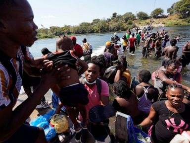 Official: US to expel Haitians from border, fly to Haiti