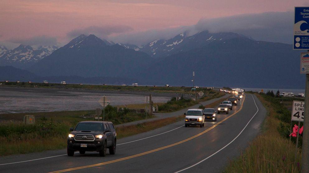 Alaska quake produces prolonged shaking, prompts tsunami warning
