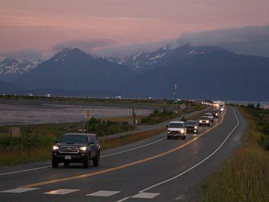 Gempa Alaska menghasilkan goncangan berkepanjangan, memicu peringatan tsunami thumbnail