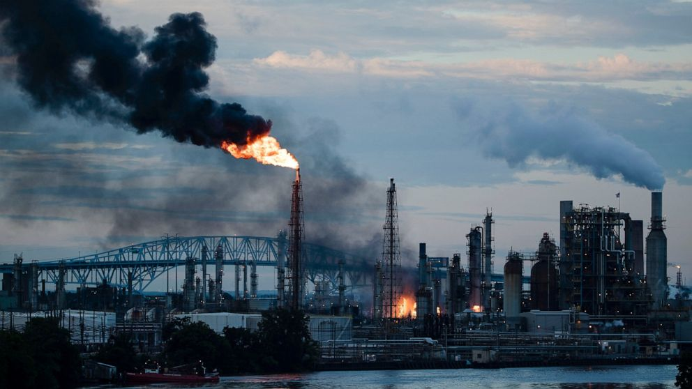 Largest oil refinery on East Coast will close after fire