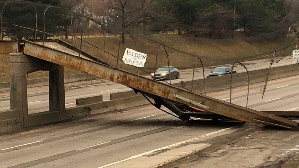 Fußgängerbrücke fällt auf Detroit Autobahn; keine Verletzungen