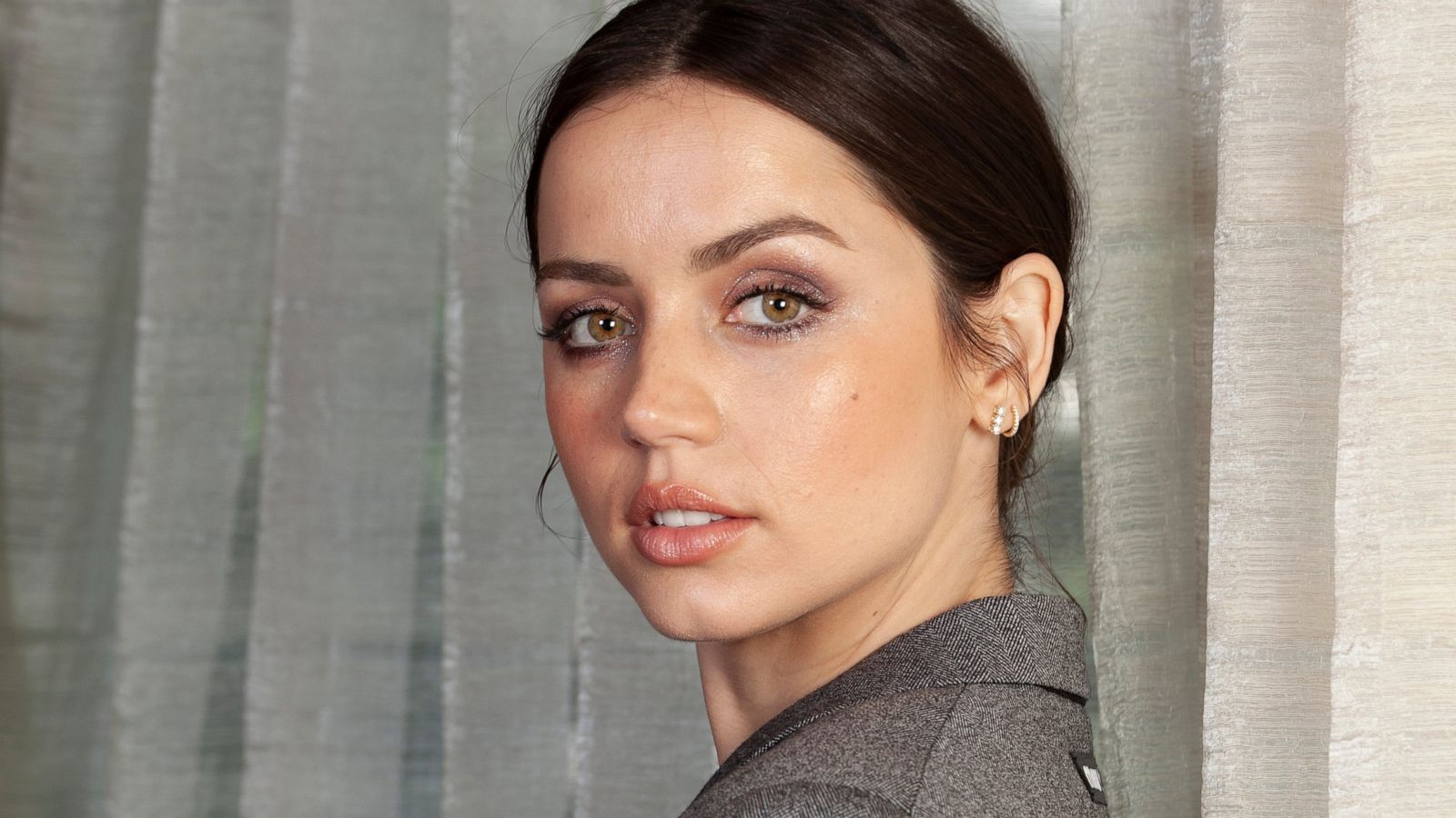 From Knives Out To Bond Ana De Armas Is On The Rise Abc News