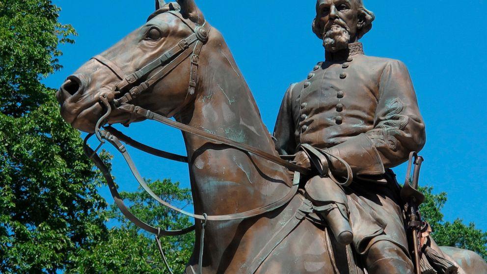 テネシー州知事にしたい修正日を顕彰すKKKのリーダー