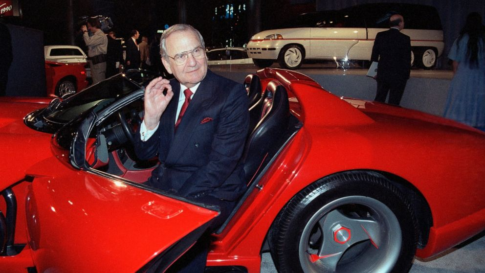 Former Chrysler CEO Lee Iacocca has died at age 94 thumbnail