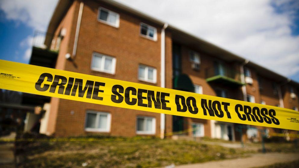 Mutter, Tochter, aufgeladen mit dem töten von 5 verwandten wegen in Gericht
