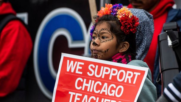 Hackles rise as Chicago teachers strike drags into day 10