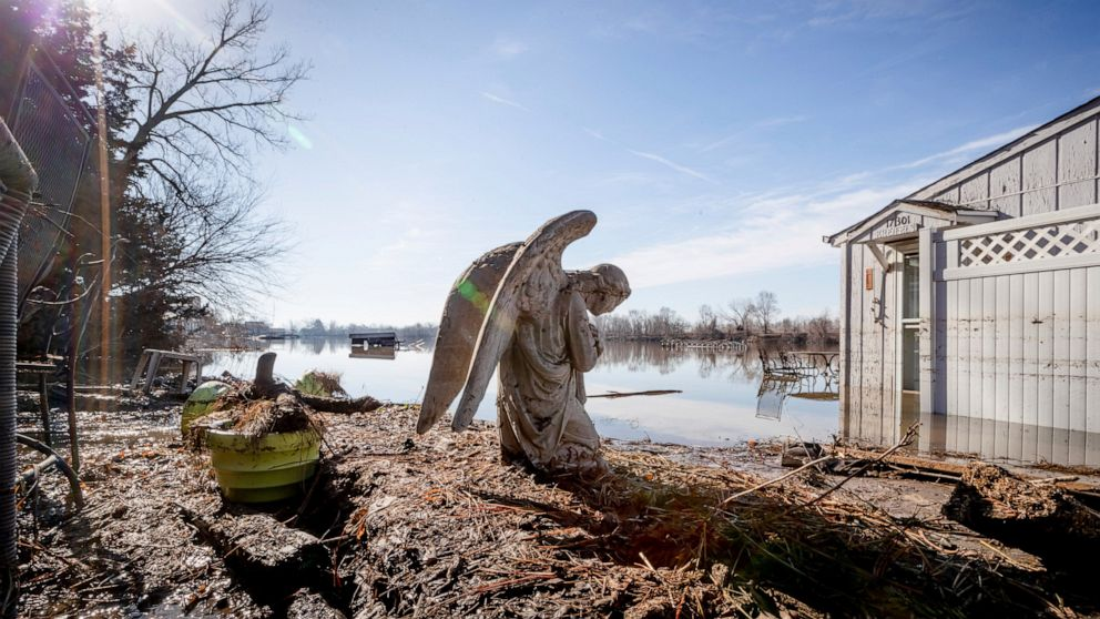 Historic US flooding to continue into May