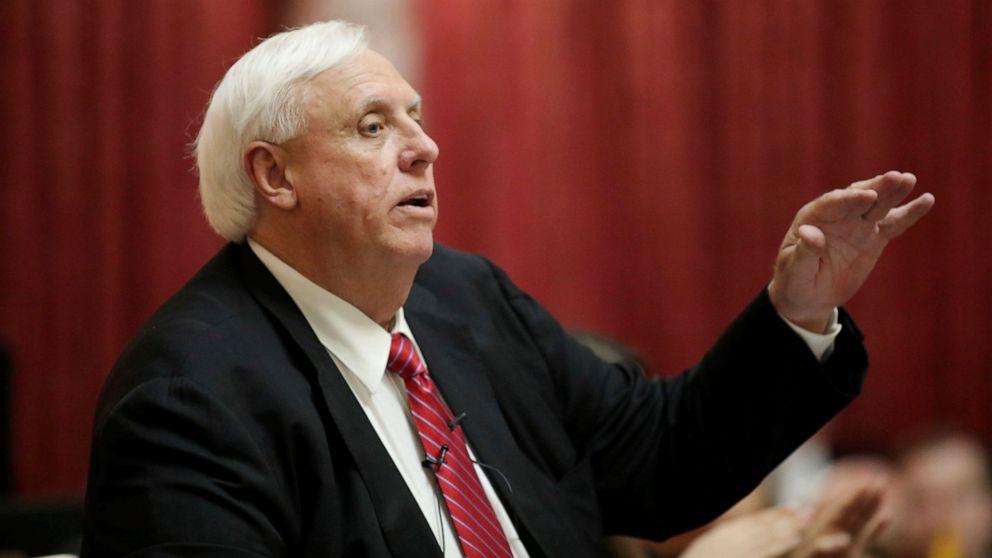 W. Va. Gouverneur bestreitet Rassismus über 'Schläger' basketball-Kommentar