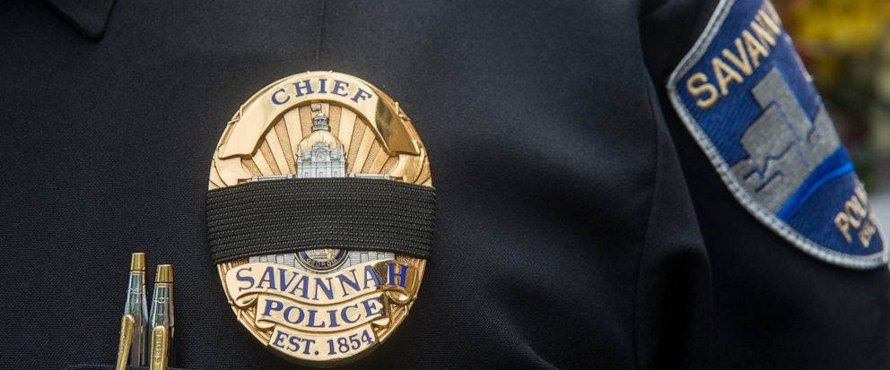 Savannah (Ga)., Police Chief Roy Minter wears a black band over his badge at a memorial ceremony on Monday, May 13, 2019, honoring slain Savannah police Sgt. Kelvin Ansari. (Will Peebles/Savannah Morning News via AP)