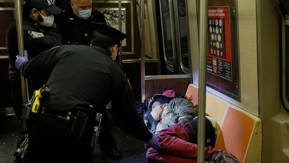 Homeless in NYC: tougher than ever amid COVID-19 pandemic thumbnail