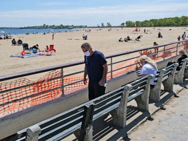 Cuomo eases ban on groups NYC beaches open