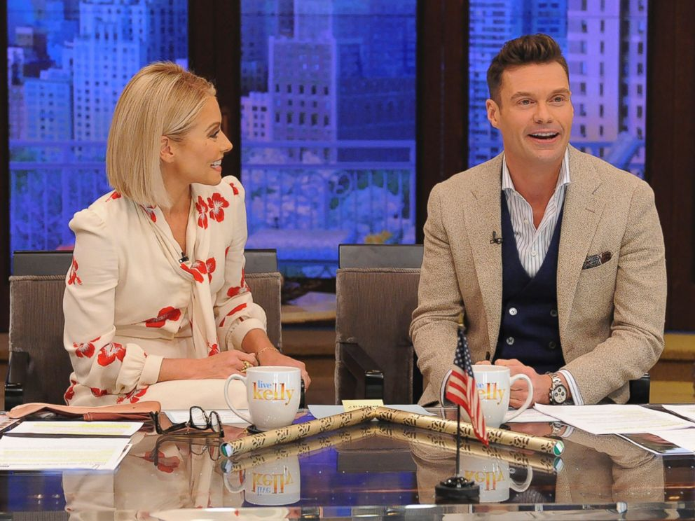 PHOTO: Kelly Ripa introduces Ryan Seacrest as the permanent co-host joining her on LIVE with Kelly & Ryan, on ABC, May 1, 2017.