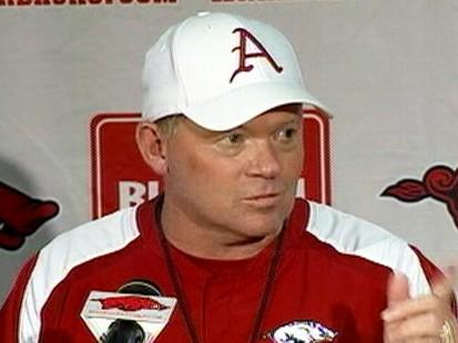 VIDEO: Renee Gork wore a Florida Gators hat while interviewing Arkansas Hogs coach.