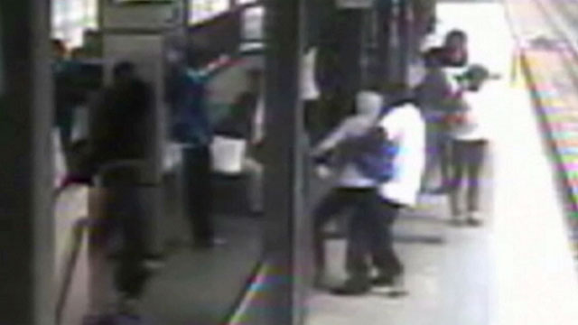 Photo: L.A. commuters stop kidnapping attempt at metro station