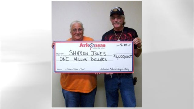 PHOTO: Sharon Jones claimed the prize after taking the ticket from a bin of discarded lottery stubs.