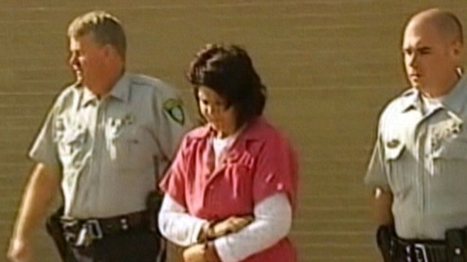 Video: Elisa Baker perp walk.