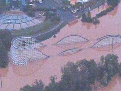 VIDEO: Flooding near Atlanta hits Six Flags amusement park.