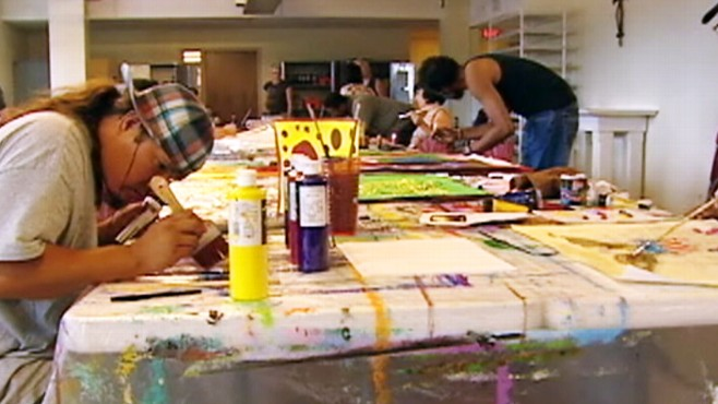 Video: Organization turns homeless people into artists.