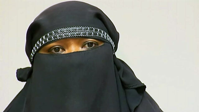 PHOTO: La Fleur Mohamed, claims she was turned away from Chevron for not removing her face veil.