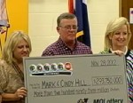 PHOTO: Mark Hill and his wife Cindy from Dearborn, Mo., were presented with a Powerball lottery winning $293 million check, Nov. 30, 2012.