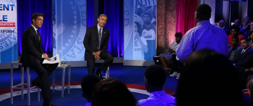 PHOTO: ABCâ??s David Muir moderates a town hall discussion with President Barack Obama and Americans affected by recent events, in Washington, D.C., July 14, 2016.