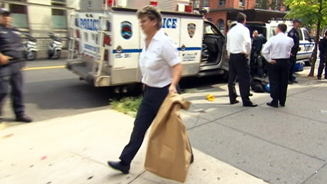 PHOTO: A policewoman emerges carrying a large bag from the basement in SoHo where Etan Patz was allegedly killed, August 8, 2012, in New York City, N.Y.