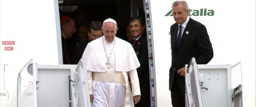 PHOTO: Pope Francis exits his plane at Andrews Air Force Base, Md., Sept. 22, 2015.