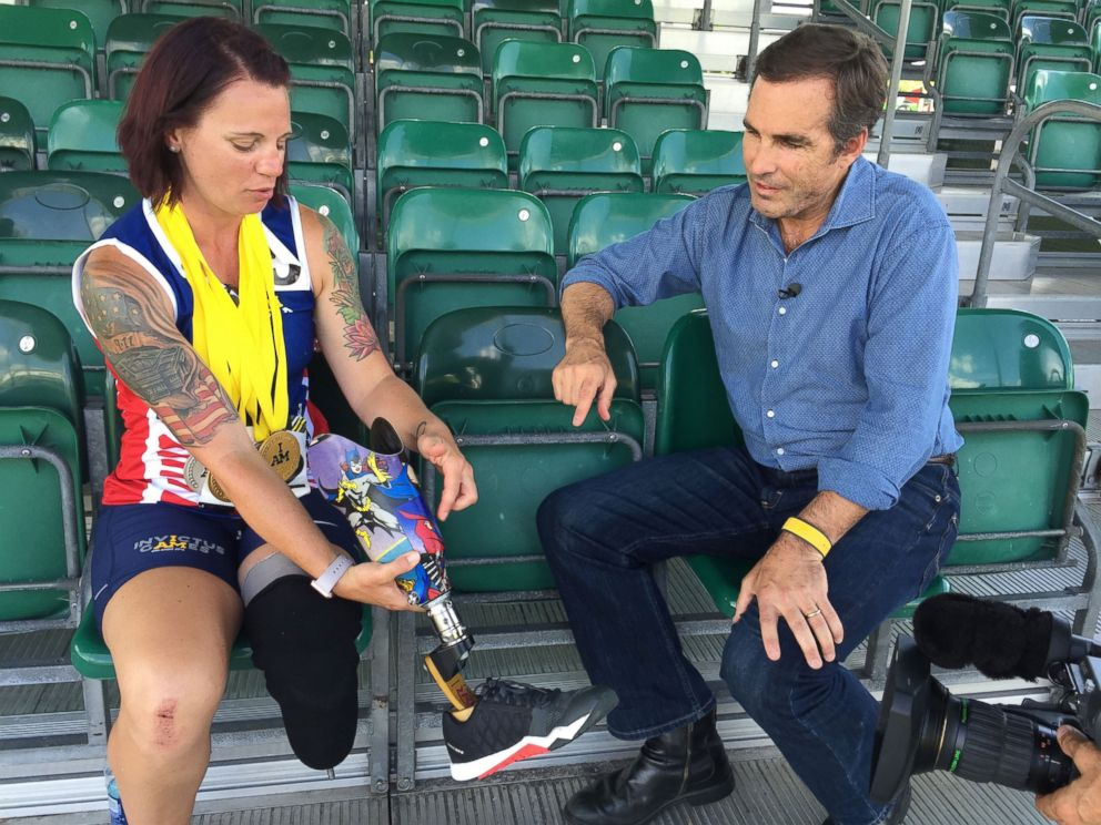 PHOTO: Sarah Rudder, who wears a prosthetic on her left leg, became the first American to win gold at the Invictus Games in Orlando, Florida.