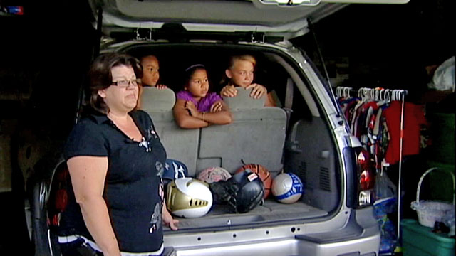 PHOTO:Shannon Carter said she had arrived home a little earlier after taking the kids to the movies to find her street swarming with sheriffs deputies.