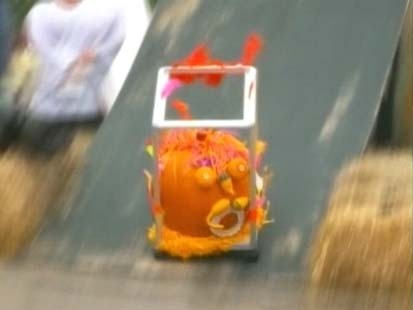 VIDEO: Kids take part in pumpkin derby in Minneapolis,
