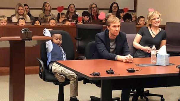 Kindergartner invites entire class to his adoption hearing in Michigan