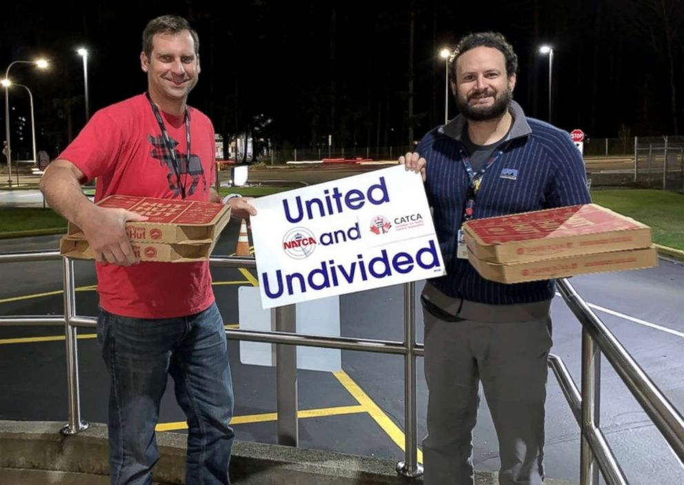 PHOTO: Air traffic controllers in Seattle were sent pizzas from their Canadian counterparts as part of a show of solidarity amid the ongoing U.S. government shutdown.
