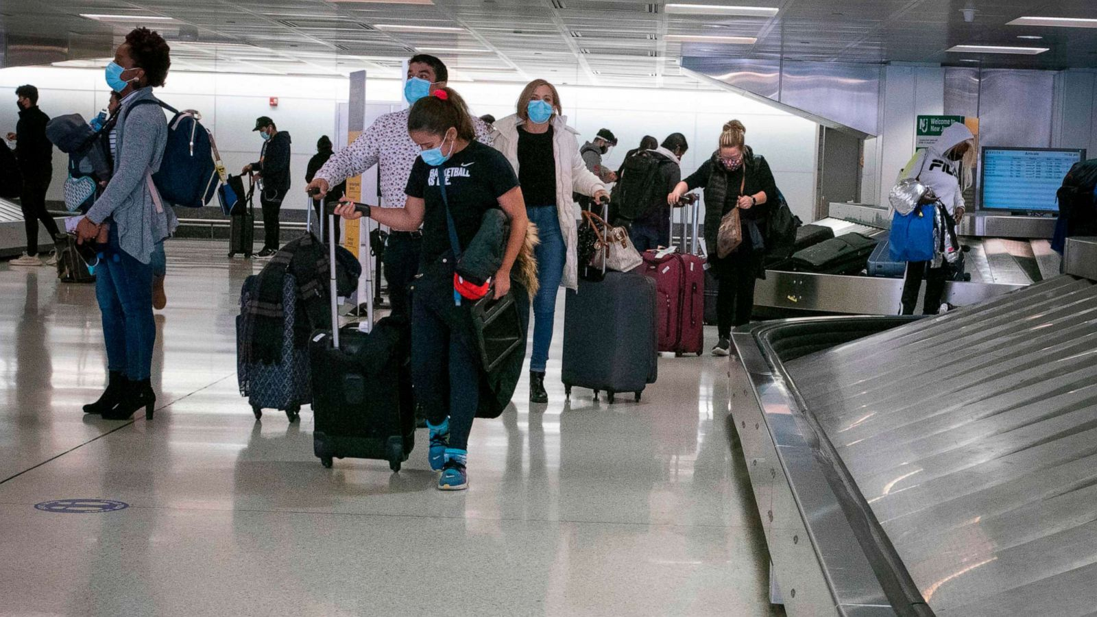 More Than 1 Million People Traveled By Plane In The Us In One Day Despite Cdc Covid 19 Guidelines Abc News