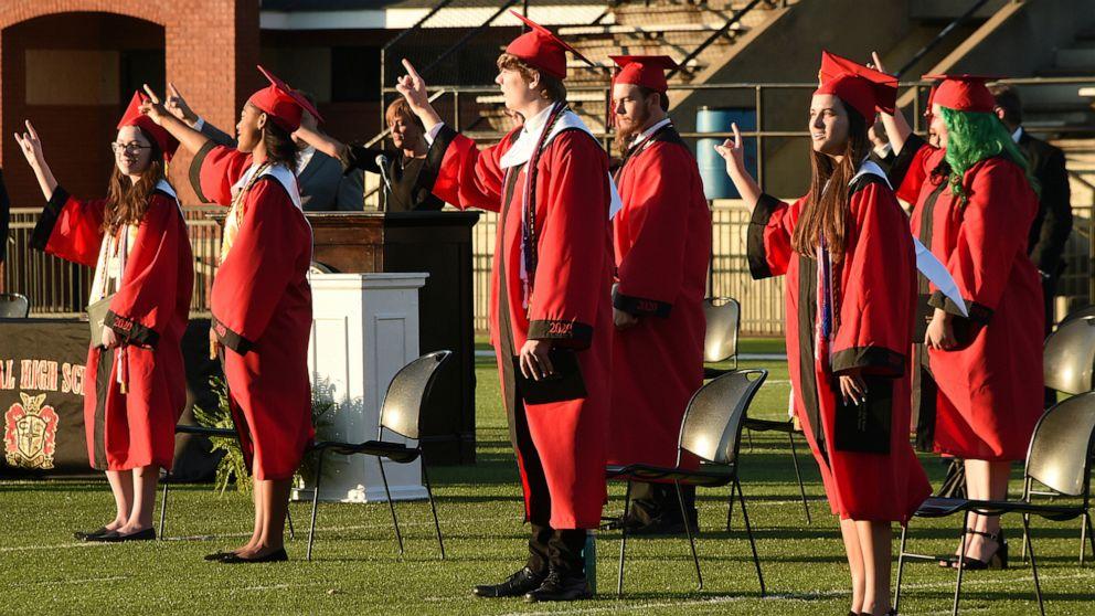 Students split on holding in-person graduations despite COVID-19...