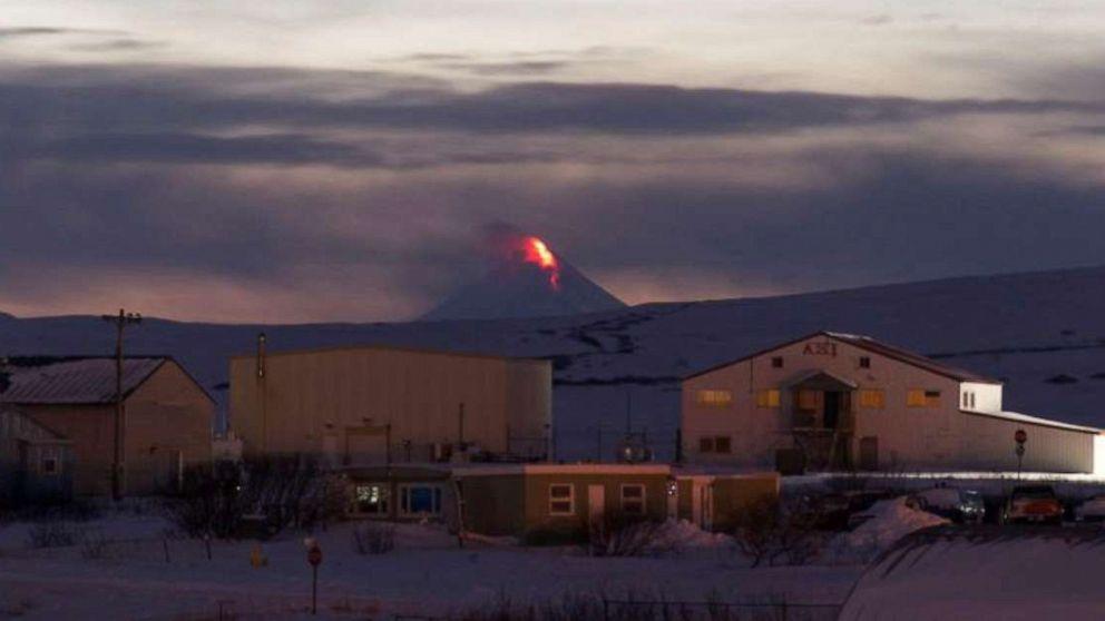 Vulkan-Aktivität löst Luftfahrt Warnungen nach speit Asche und lava