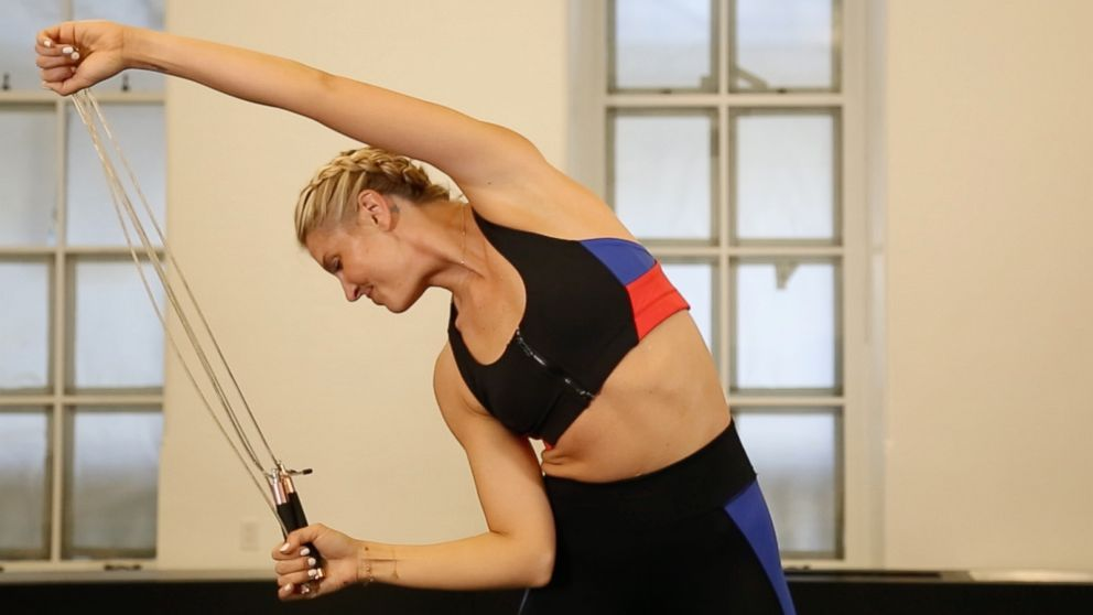 PHOTO: Using a jump rope for side bends helps you keep perfect form.