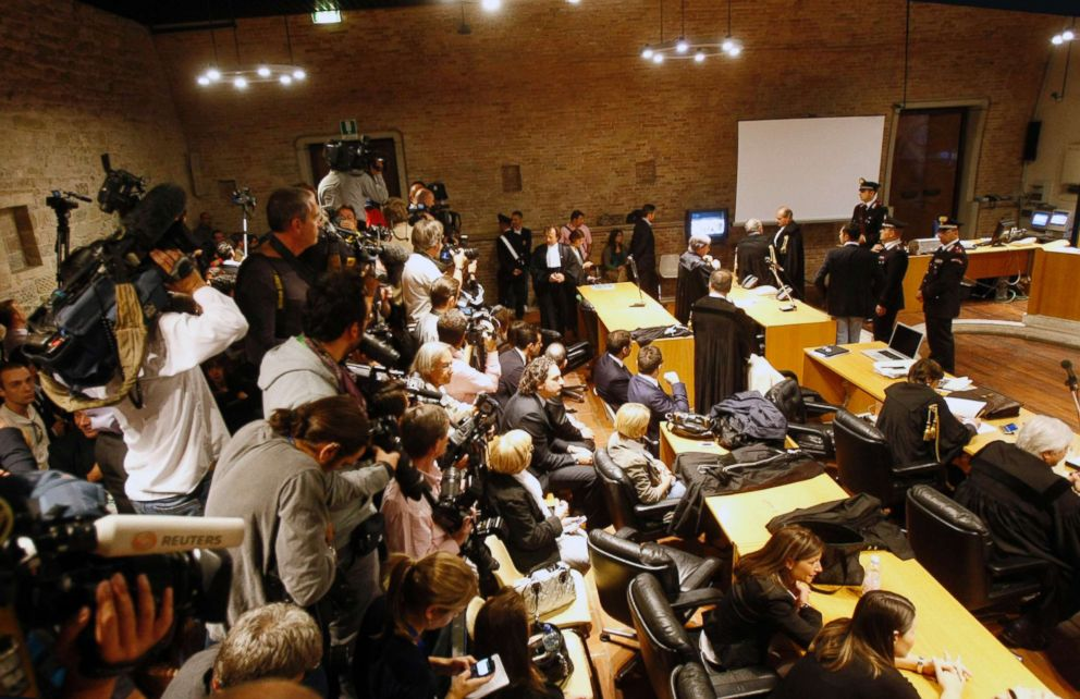 PHOTO: Media representatives wait for the arrival of Amanda Knox and Raffaele Sollecito for an appeal hearing at Perugias court, central Italy, Oct. 3, 2011.