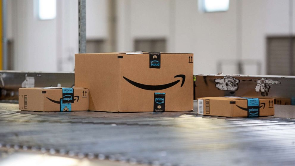 Packages move along a conveyor belt at the Amazon.com Inc. fulfillment  center in 4b6ee60ef4515