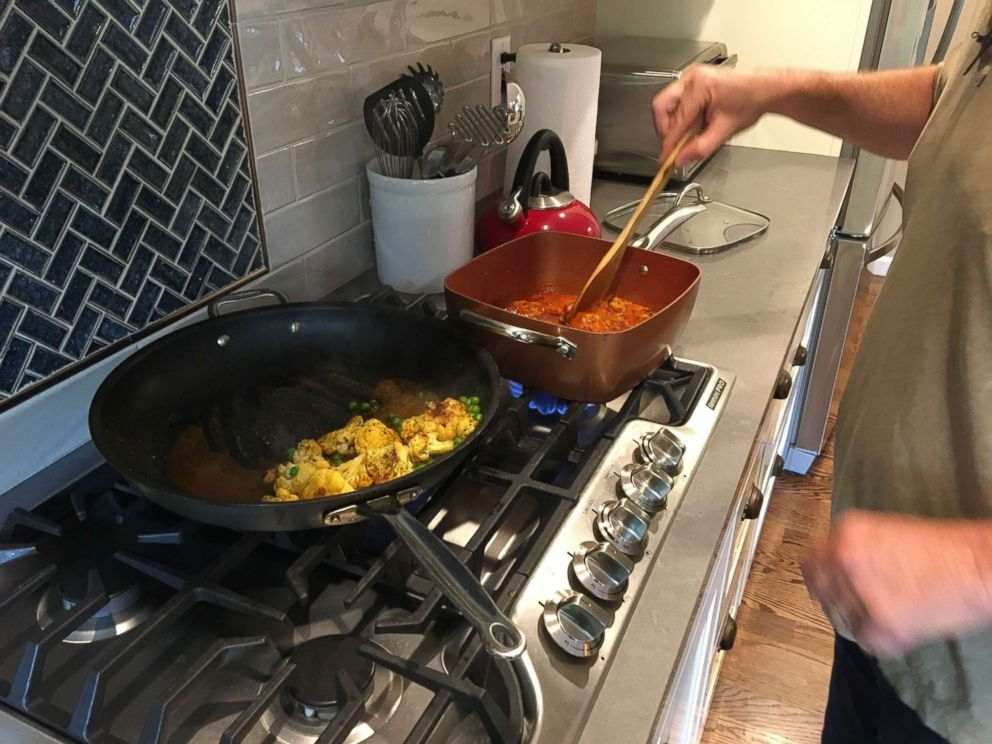 PHOTO: GMA tries out Amazons new meal kit delivery service and prepares its Chicken Tikka Masala with Spiced Cauliflower and Peas dish.